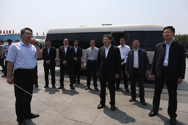 青岛市委副书记、市长孟凡利莅临城阳批发市场调研指导工作