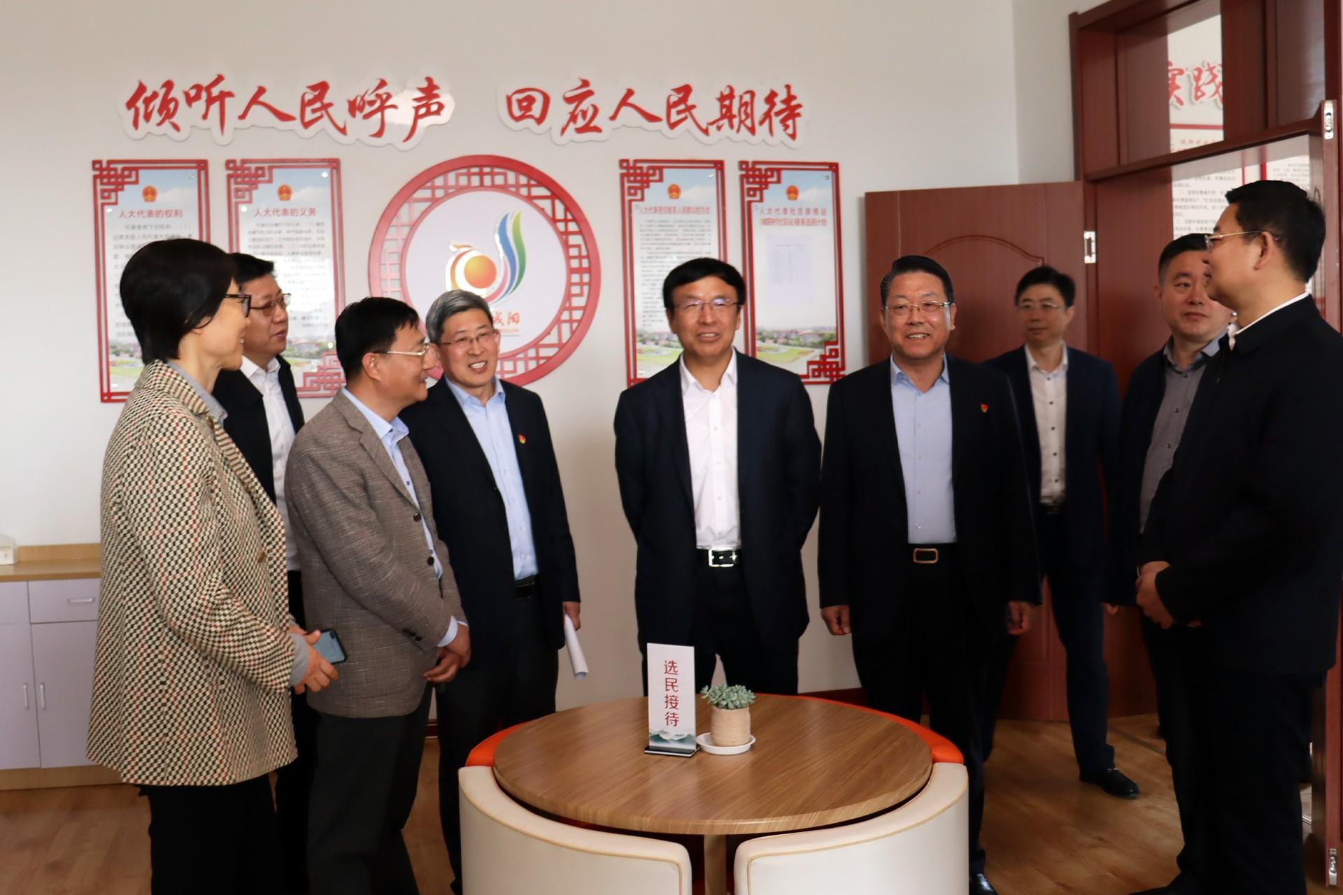 青岛市委副书记、市人大常委会主任王鲁明莅临城阳街道代表活动中心调研指导工作