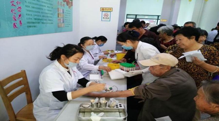 社区达到法定退休年龄居民健康体检活动顺利圆满完成